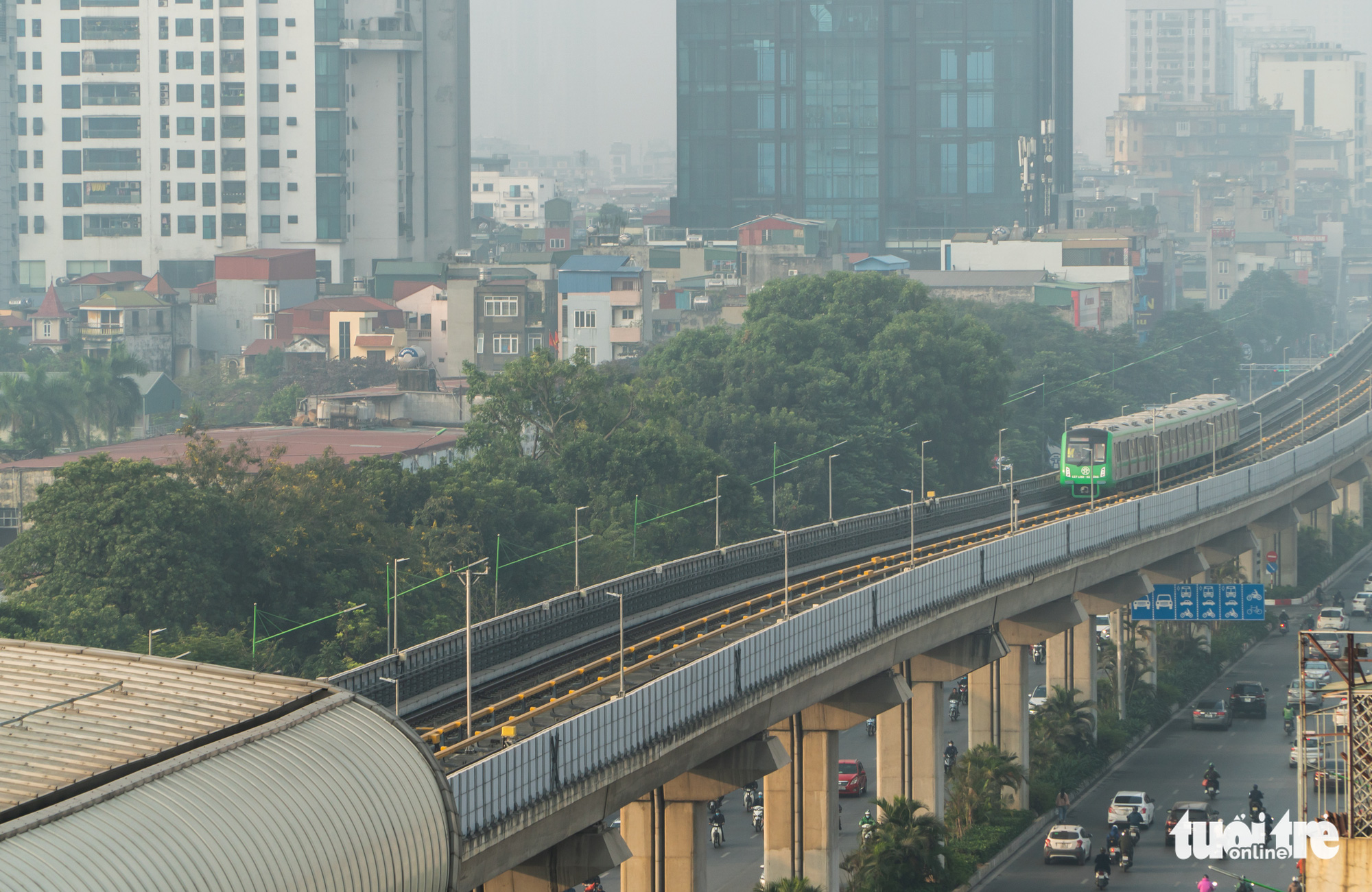 The test run of the Cat Linh-Ha Dong urban railway line begins in Hanoi, December 12, 2020. Photo: Pham Tuan / Tuoi Tre