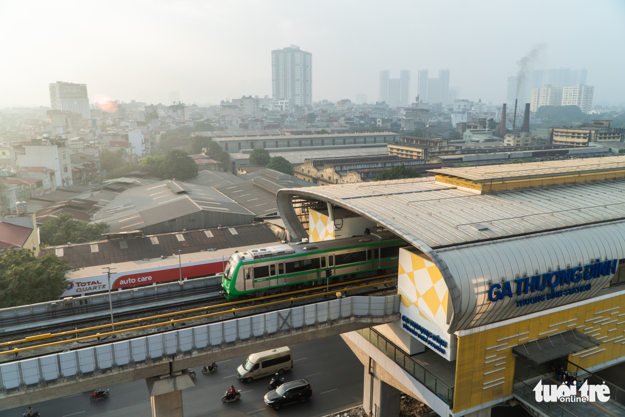 A train arrives at Thuong Dinh Station along the Cat Linh-Ha Dong urban railway line in Hanoi, December 12, 2020. Photo: Pham Tuan / Tuoi Tre
