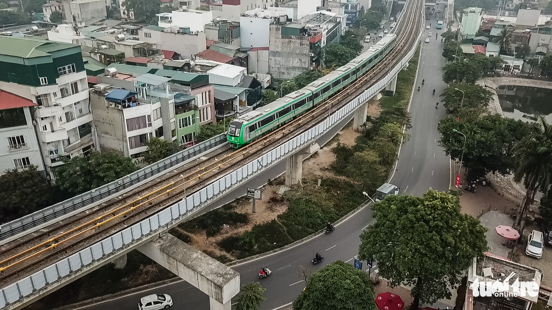 A train runs on the Cat Linh-Ha Dong urban railway line in Hanoi, December 12, 2020. Photo: Pham Tuan / Tuoi Tre