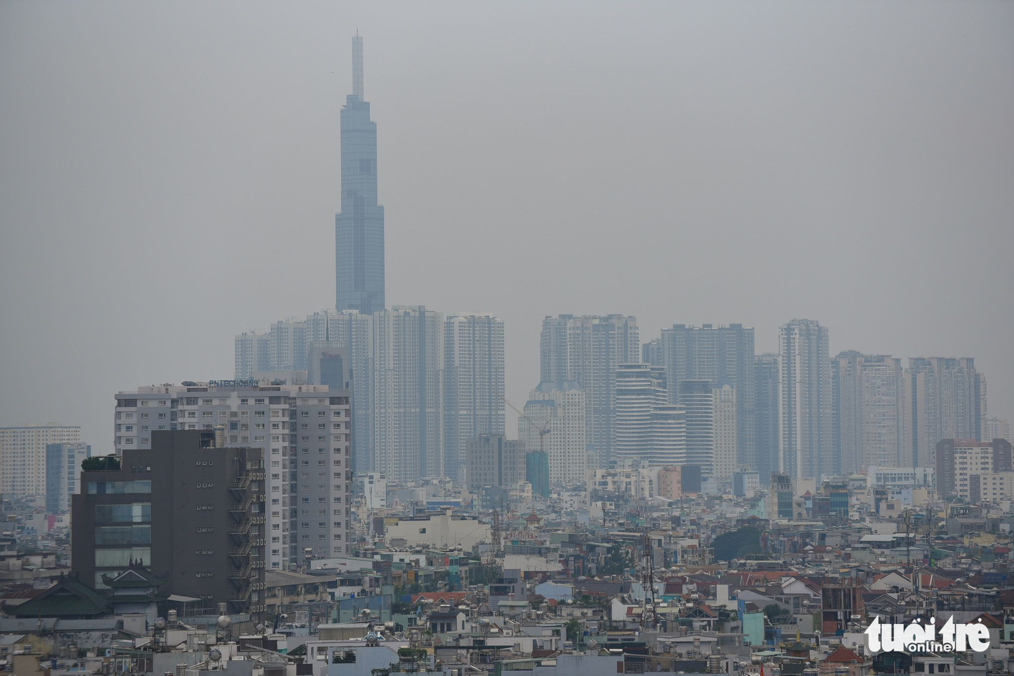The Ho Chi Minh City skyline becomes obscure due to smog. Photo: Quang Dinh / Tuoi Tre