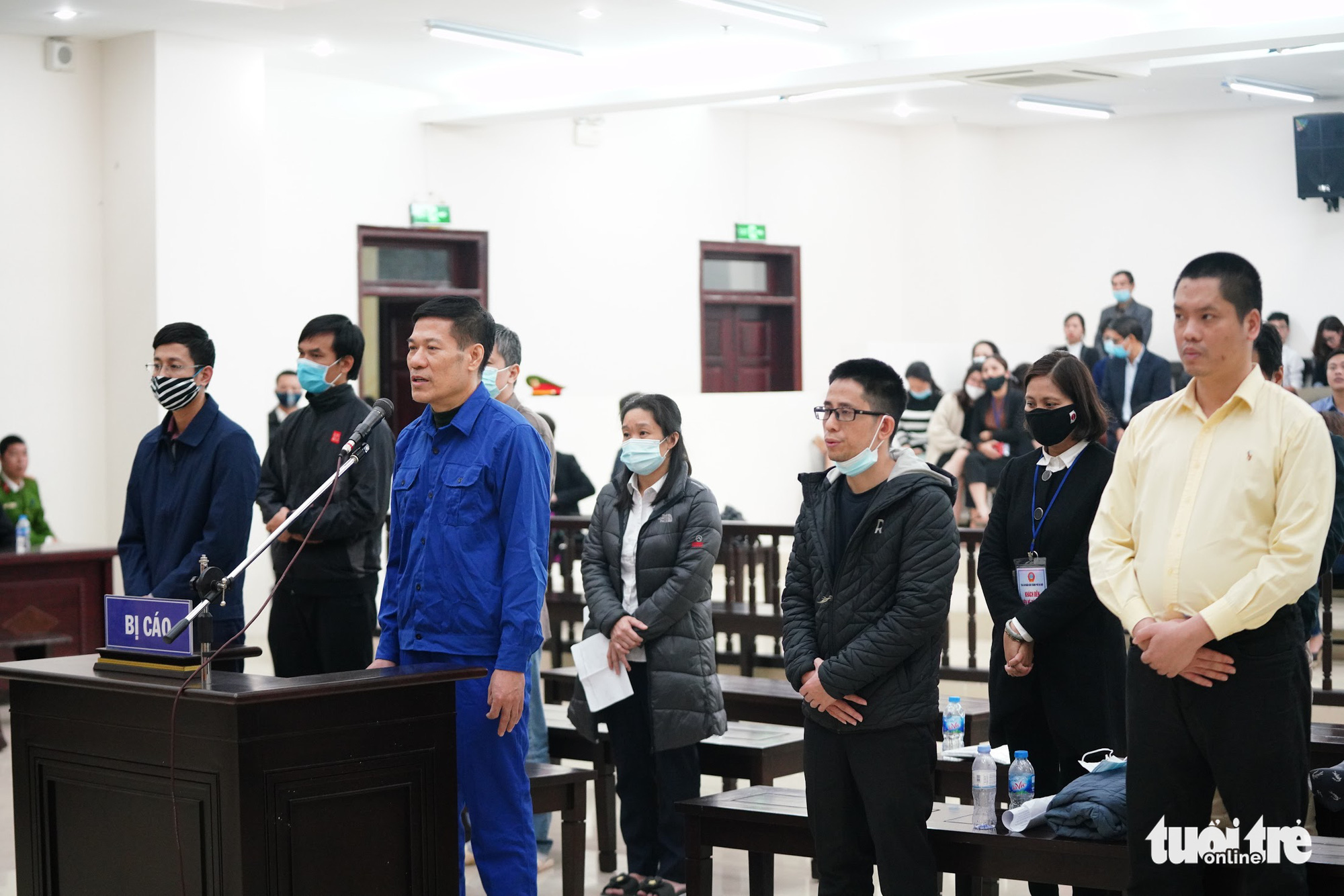 Nguyen Nhat Cam, former director of the Hanoi Center for Disease Control, and other defendants during the trial at the Hanoi People's Court on December 12, 2020. Photo: Danh Trong / Tuoi Tre
