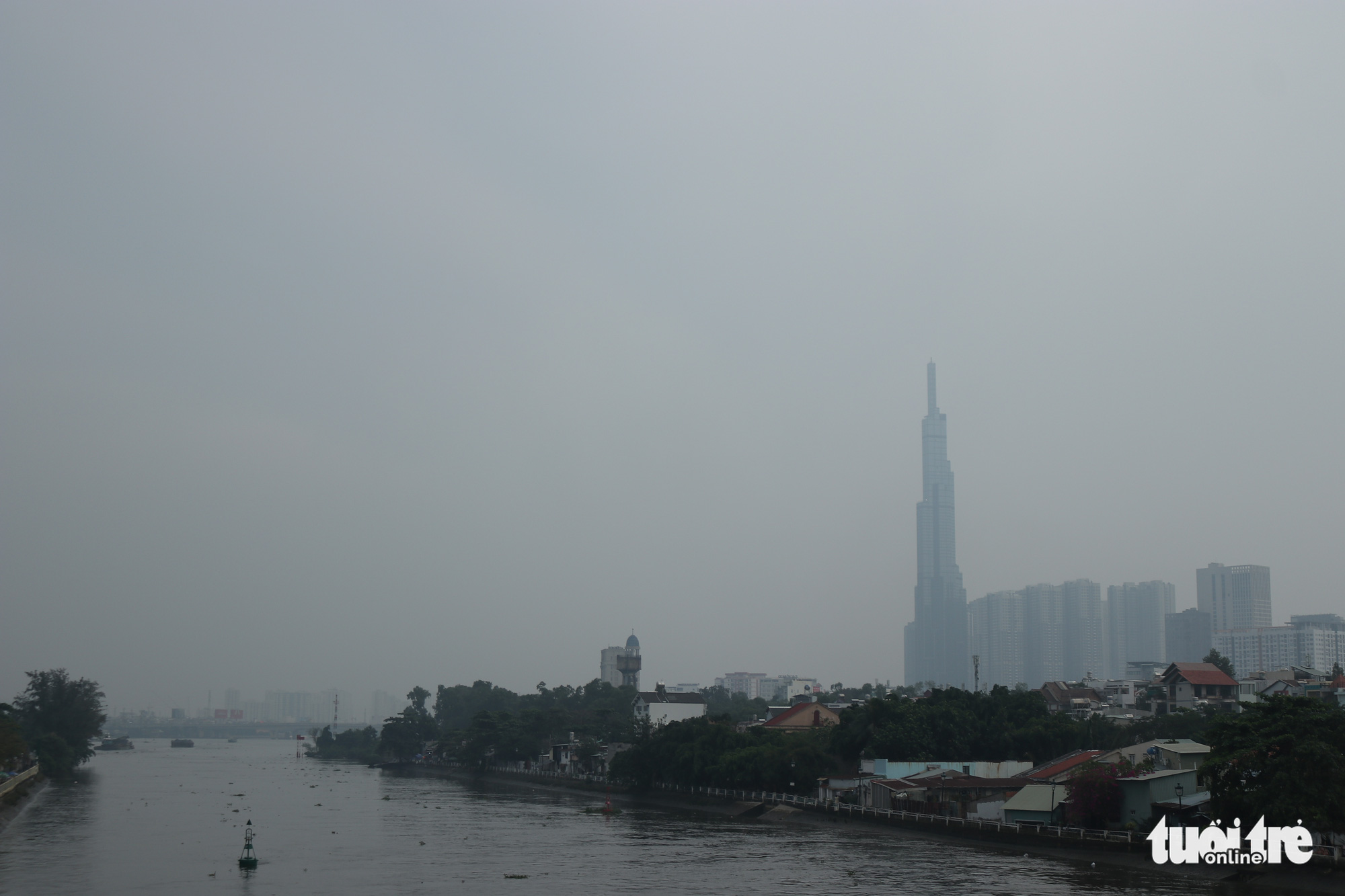Smog blankets Ho Chi Minh City on December 11, 2020. Photo: Le Phan / Tuoi Tre