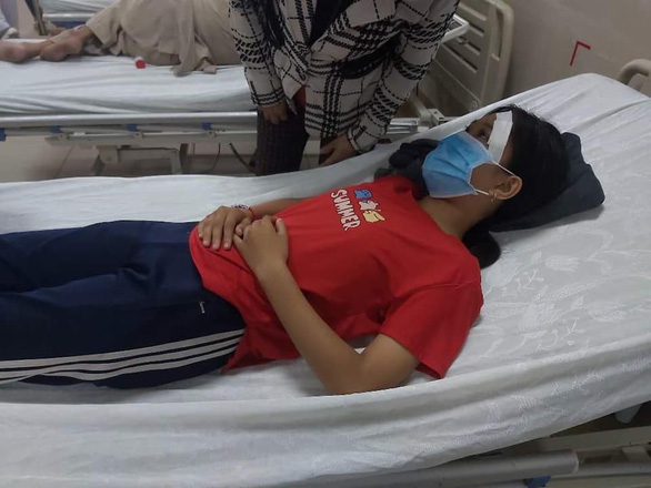 In Vietnam, schoolgirl assaulted by man after road crash involving wife