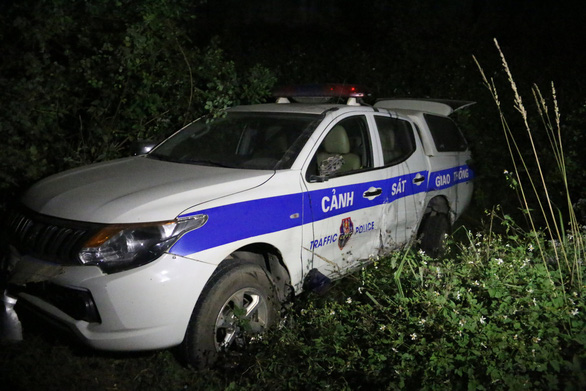 Drunk driver plows into police car in northern Vietnam