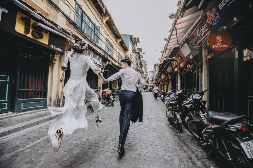 Wanderlust couple tours Vietnam for breathtaking pre-wedding album