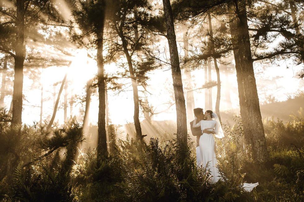 Newlyweds Hoang Anh and Quynh Hoa are seen in their pre-wedding photo taken in Da Lat City.