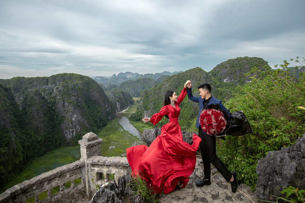 Newlyweds Hoang Anh and Quynh Hoa are seen in their pre-wedding photo taken at Mua Cave in Ninh Binh Province.