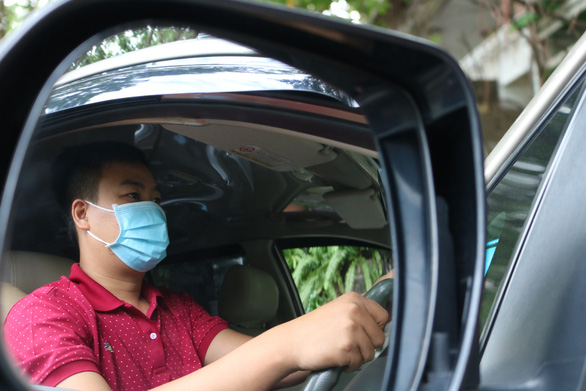 Pham Hung Cuong are seen driving for Grab in this photo. Photo: Hoang An / Tuoi Tre