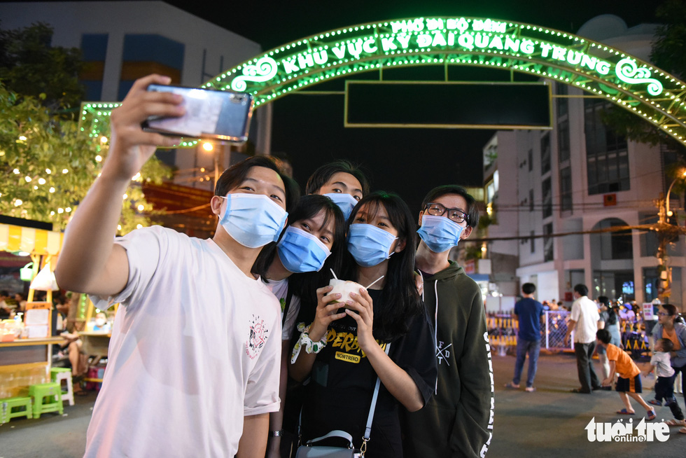 A group of young people take a welfie at the Ky Dai Quang Trung pedestrian street in District 10, the third of its kind in Ho Chi Minh City. Photo: Ngoc Phuong / Tuoi Tre