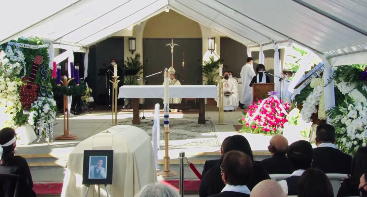 The funeral mass of Chi Tai is organized at the Holy Spirit Catholic Church in California, the U.S., December 19, 2020. Photo: Tuoi Tre