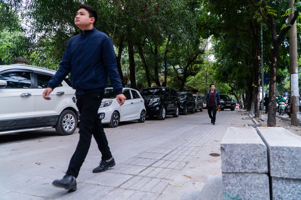 Hanoi sidewalks with projected 70-year lifespan poised for dilapidation by illegally parked cars