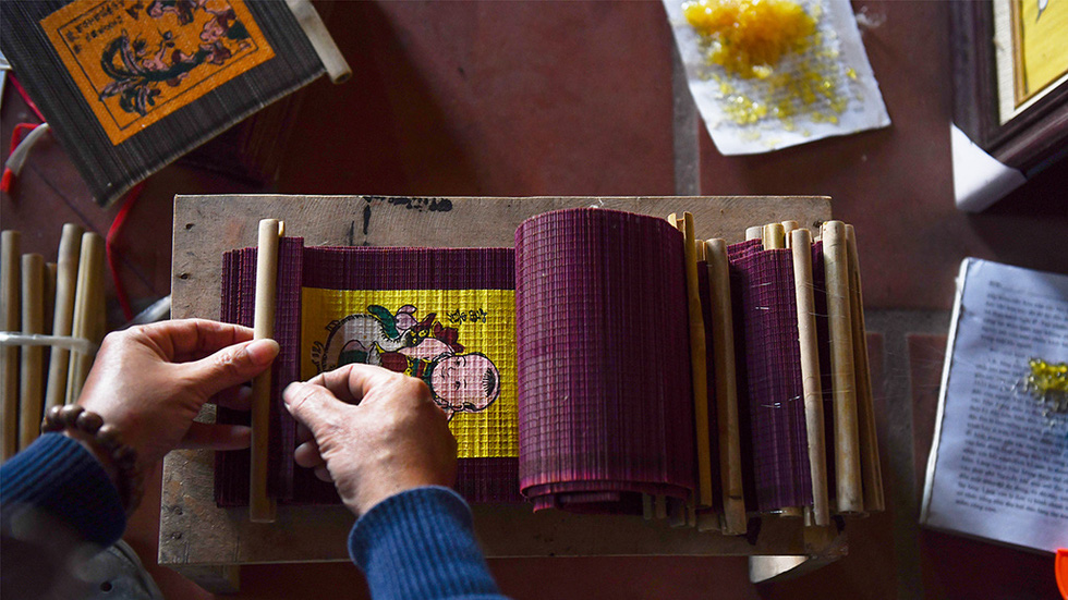 A craftsman finalizes a Dong Ho print for the 2021 Lunar New Year celebration. Photo: Hoang Ngoc Thach