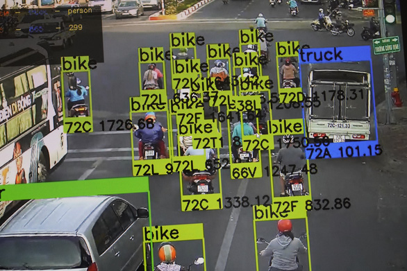 Objects and plate numbers and are automatically detected in a screenshot of Vung Tau City's smart city administration system. Photo: D.H. / Tuoi Tre