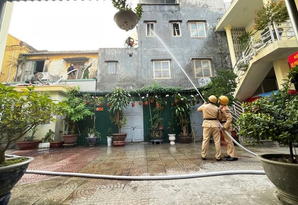 Traffic police save elderly woman from fire in northern Vietnam