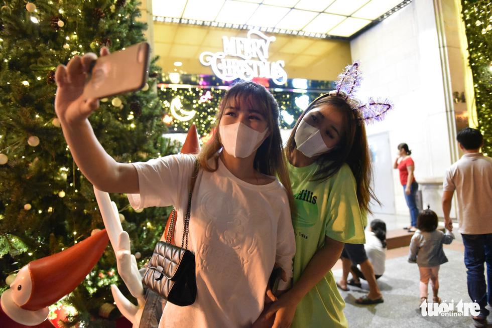 Downtown Ho Chi Minh City celebrates Christmas