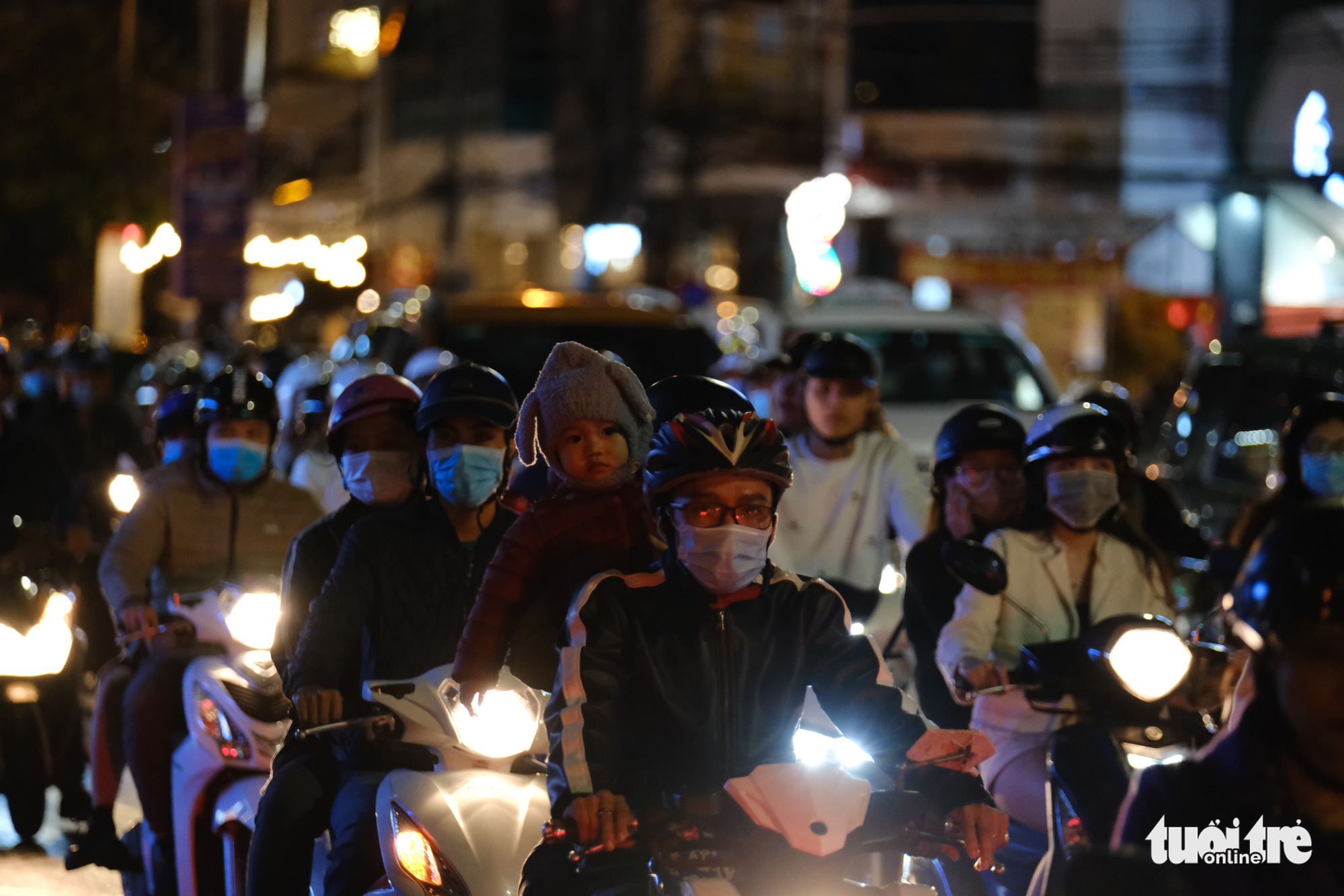A street in Da Nang City is congested on December 24, 2020. Photo: Tan Luc / Tuoi Tre