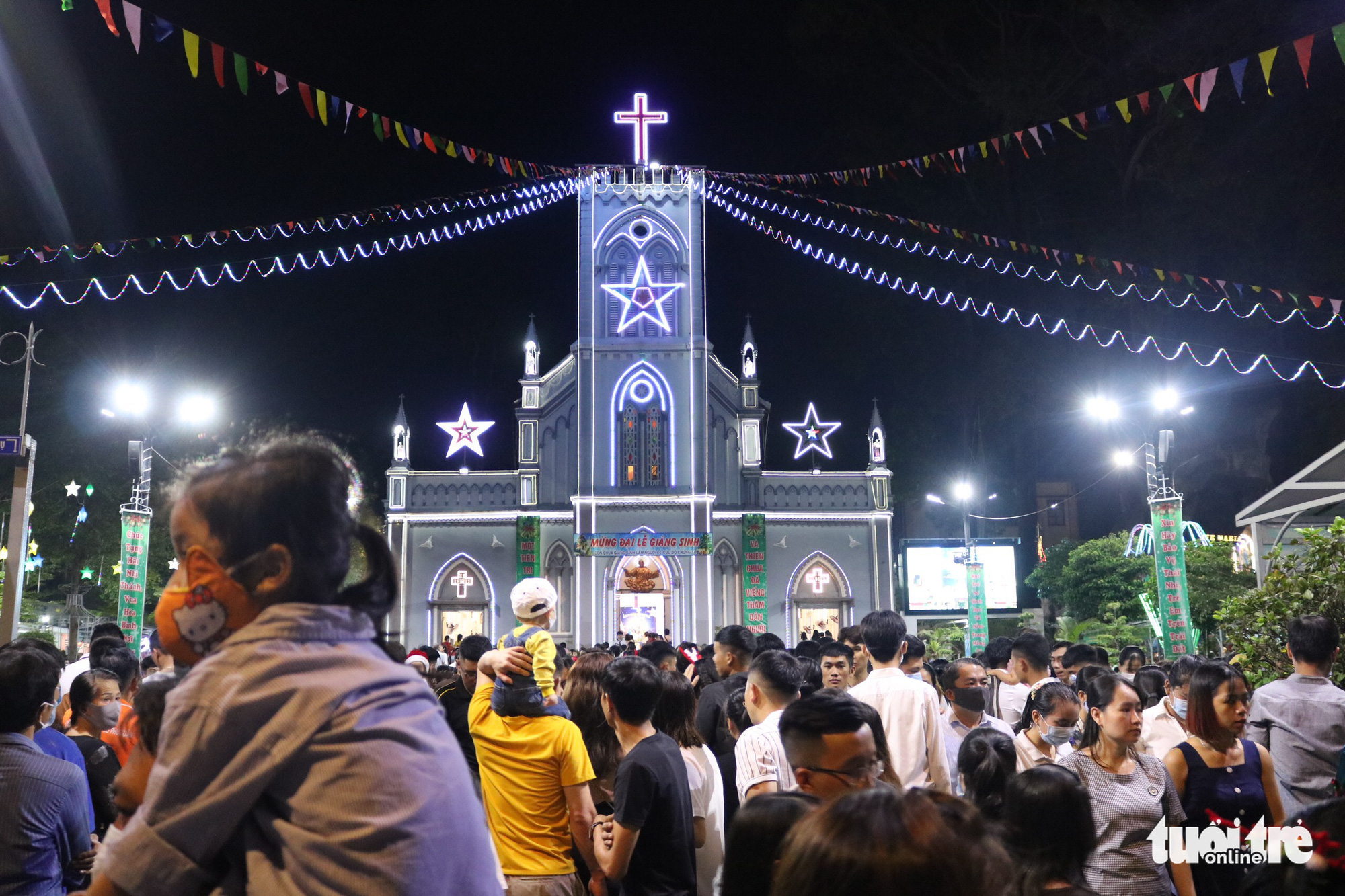 Thu Duc Church lights up on Christmas Eve, December 24, 2020. Photo: Hoang An / Tuoi Tre