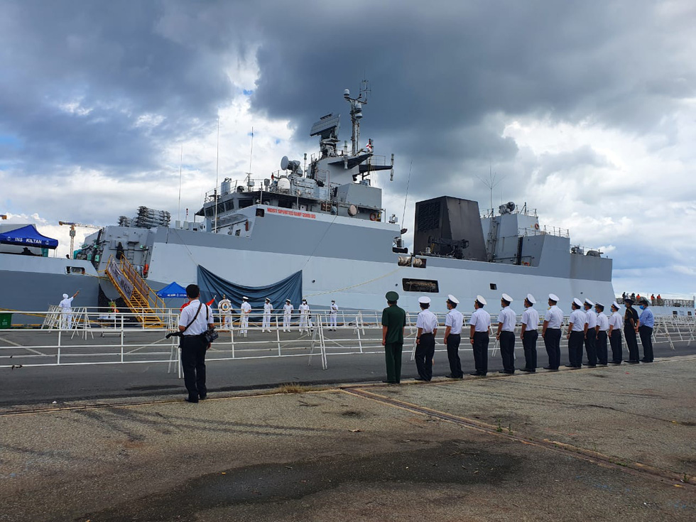 Vietnamese naval officers welcome India's INS KILTAN at a port in Ho Chi Minh City, Vietnam, December 25, 2020. Photo: Indian Embassy in Hanoi