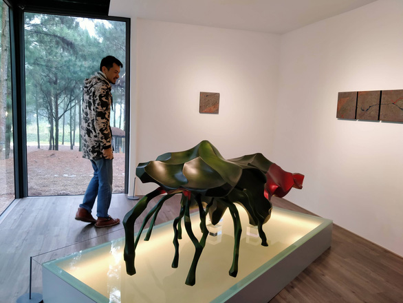 """Vu Hong Nguyen, """"Mach song 90"""" (The source of life 90). Metal sculpture."""