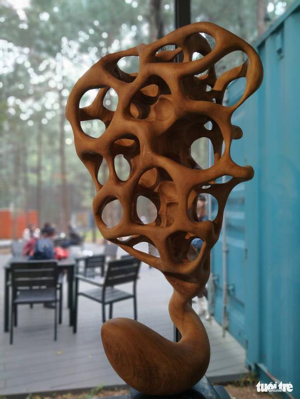 "Tran Thuoc, ""Ken 6"". Wood sculpture."