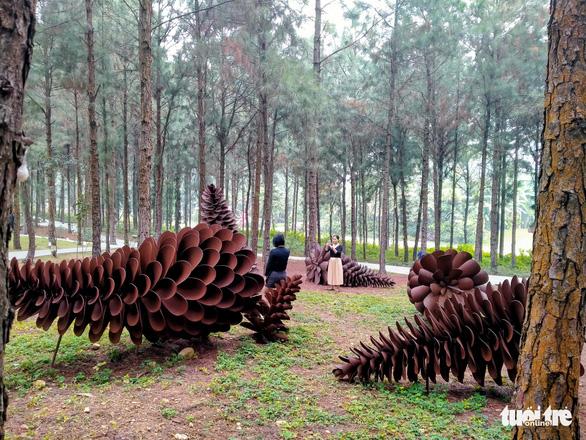 "Floyd Elzinga, ""Potential"". Metal sculpture."