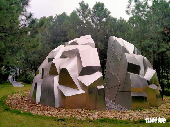 """Ariel Moscovici, """"The Space Between II"""". Metal sculpture."""