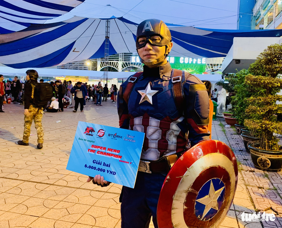Nguyen Anh Duc wins the second prize at the cosplay contest Super Hero The Champion Season 1 for his Captain America costume in District 5, Ho Chi Minh City, December 27, 2020. Photo: Phuong Nam / Tuoi Tre