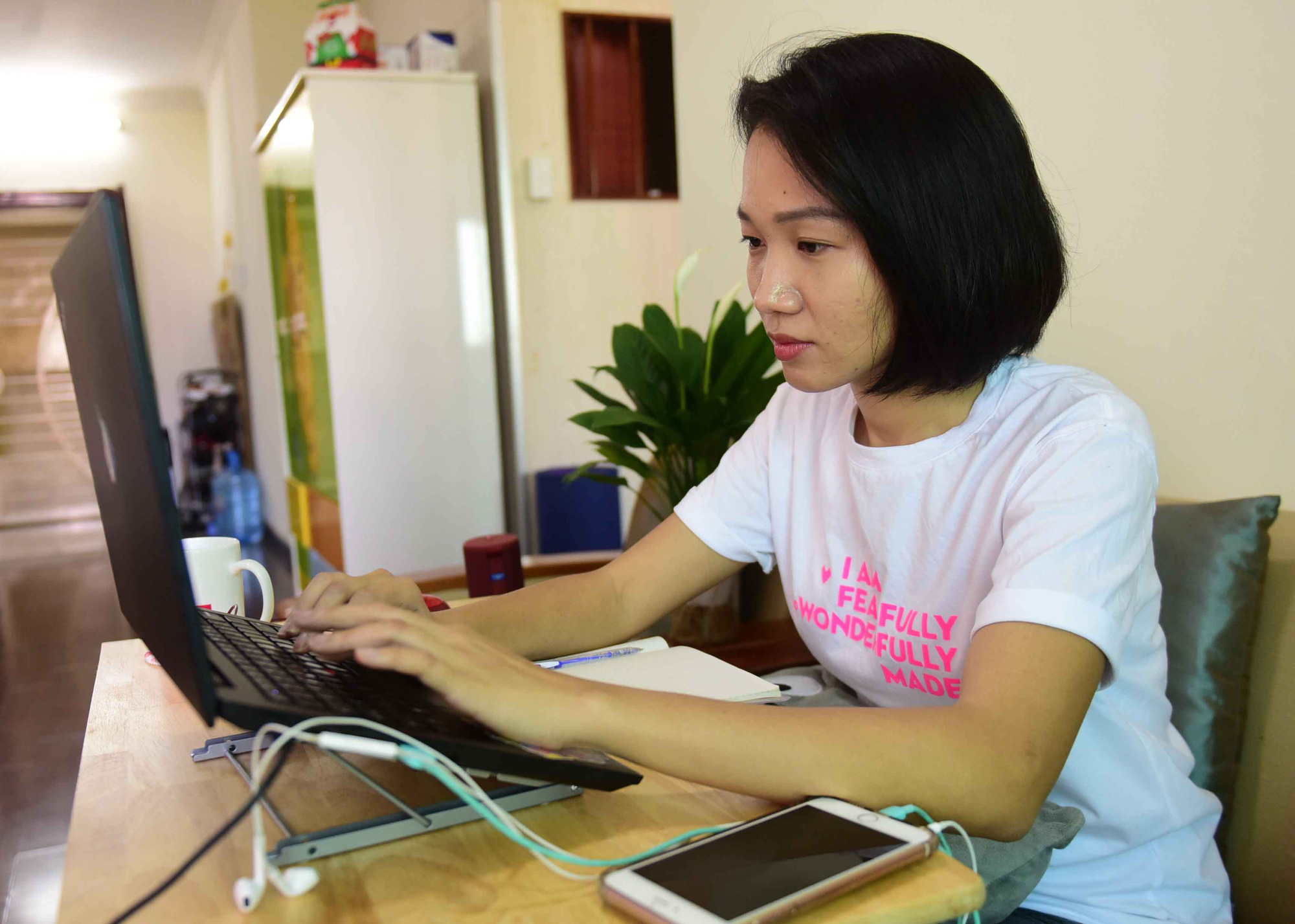 A woman works from home in District 2, Ho Chi Minh City, March 2020. Photo: Quang Dinh / Tuoi Tre