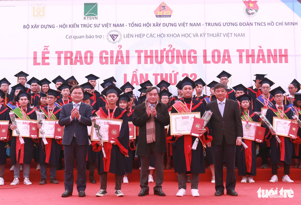 Fifty-seven excellent graduation projects are honored at the Loa Thanh award presentation ceremony held on December 27, 2020 in Hanoi. Photo: Ha Thanh / Tuoi Tre