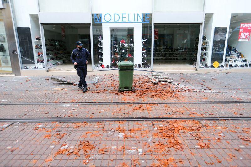 A police officer secures the area after an earthquake, in Zagreb, Croatia December 29, 2020. Photo: Reuters