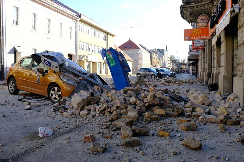 A destroyed car is seen on a street after an earthquake in Sisak, Croatia December 29, 2020. Photo: Reuters
