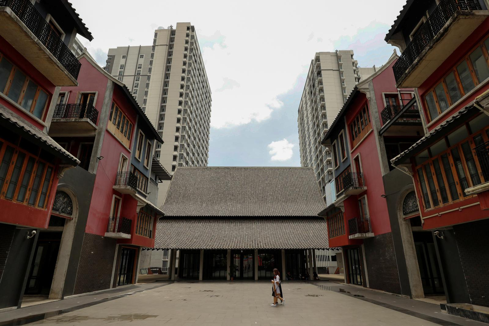 Commercial buildings and condos stand behind Chulalongkorn university near the Chao Mae Thap Thim shrine in Bangkok, Thailand, September 12, 2020. Bangkok's Chulalongkorn University, which owns the land, plans to construct two residential buildings in the place of the shrine despite protests from its own students. Photo: Reuters