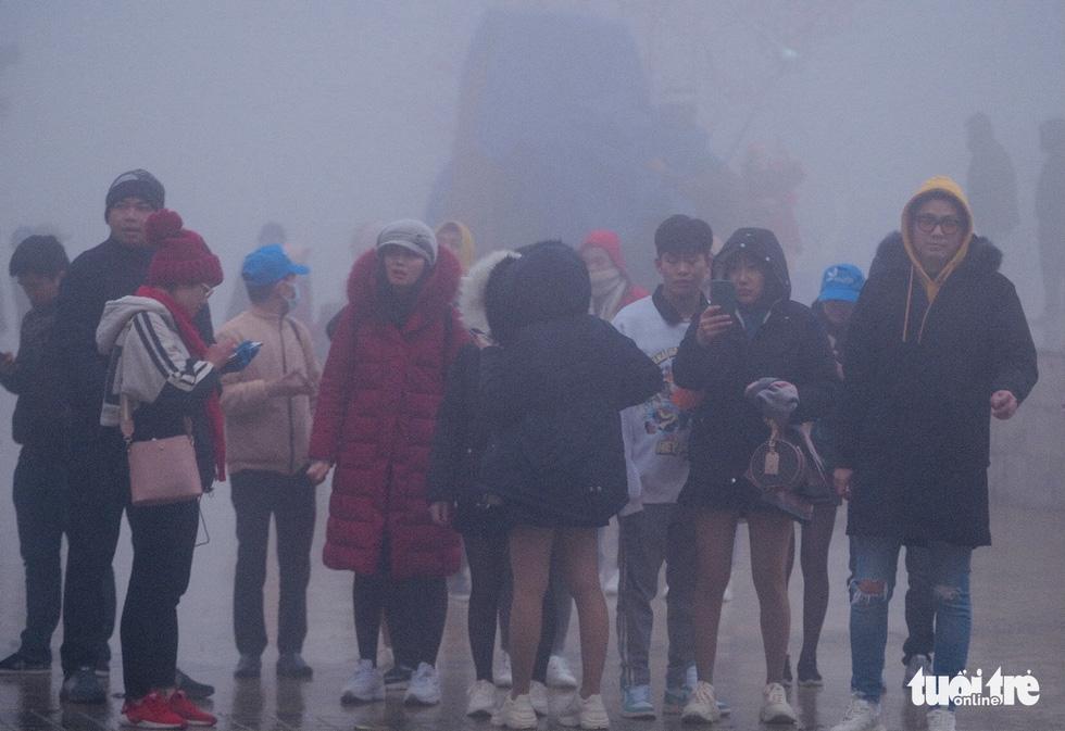 Tourists visit Sa Pa Town, Lao Cai Province, Vietnam, December 31, 2020. Photo: Nam Tran / Tuoi Tre