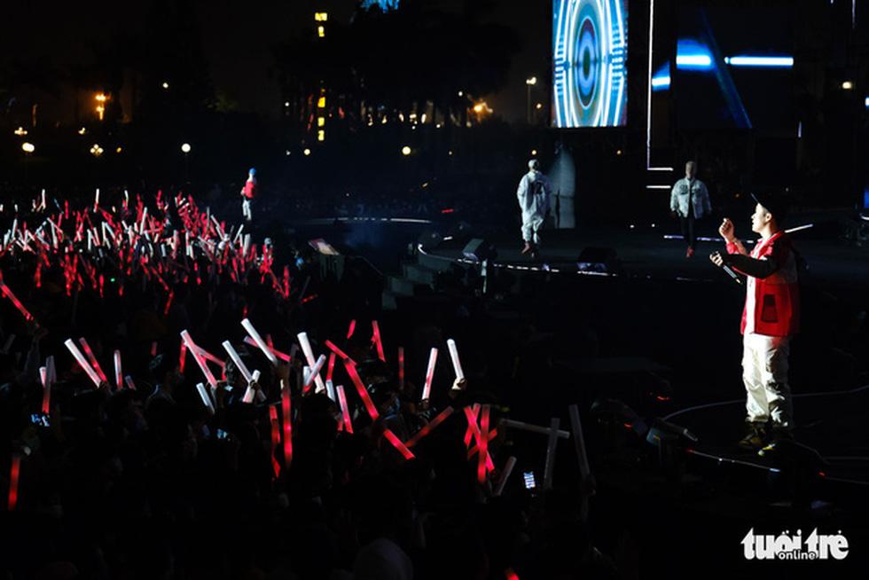 A countdown party show at September 2 Square in Da Nang City, December 31, 2020. Photo: Tan Luc / Tuoi Tre
