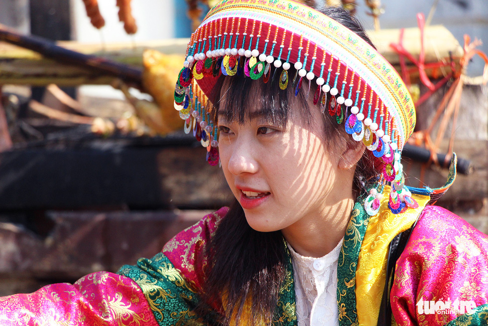 A woman of Vietnam's Mong ethnic minority group is pictured at a market fair in the Culture-Tourism Village for Vietnamese Ethnic Groups in Hanoi, January 2, 2021. Photo: H.Q. / Tuoi Tre