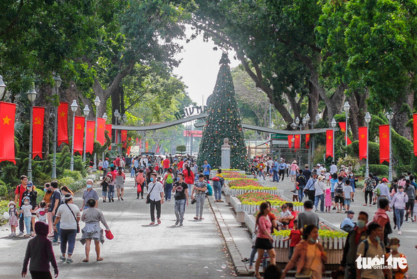 People visit the Saigon Zoo and Botanical Gardens in District 1, Ho Chi Minh City, January 1, 2021. Photo: Chau Tuan / Tuoi Tre