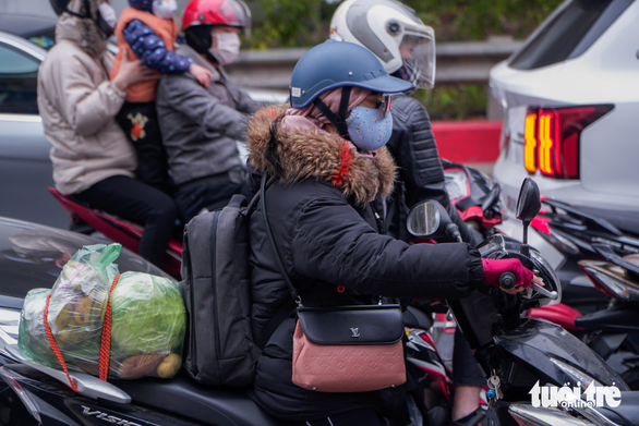 Fresh produce is loaded on a motorbike heading to Hanoi after New Year's holiday weekend, January 3, 2021. Photo: Pham Tuan / Tuoi Tre