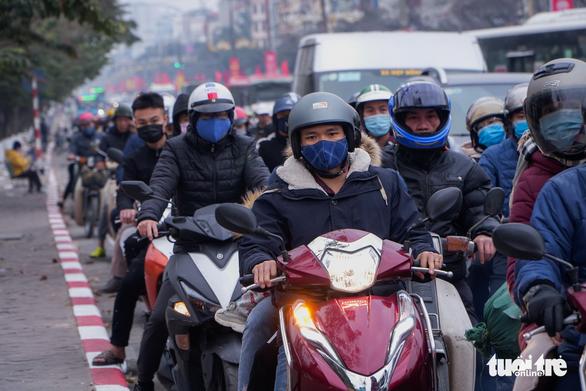 Congested traffic is seen on Giai Phong Street of Hanoi, January 3, 2021. Photo: Pham Tuan / Tuoi Tre
