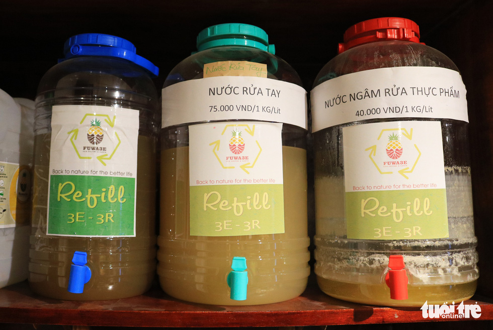 Some detergents made from natural materials displayed at Tram Xanh. Photo: Nhat Thinh / Tuoi Tre