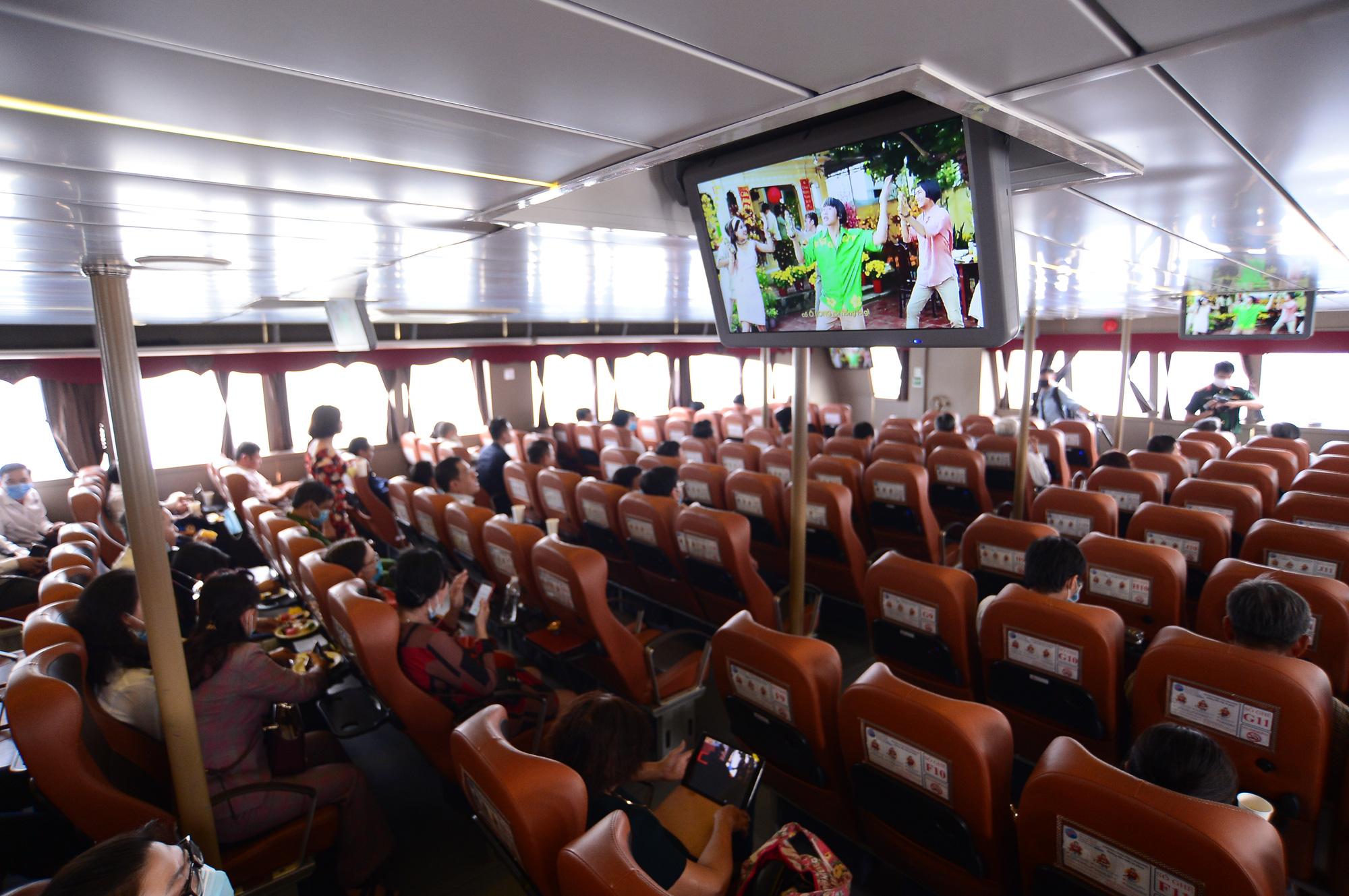 <em>Passengers board a ferry along the Can Gio-Vung Tau route on January 4, 2021. Photo</em>: Quang Dinh / Tuoi Tre