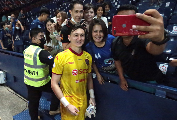 Vietnam's goalie Dang Van Lam joins former club of Liverpool winger: source