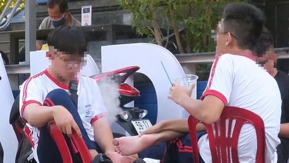 In Vietnam, students' vaping sounds alarm bell