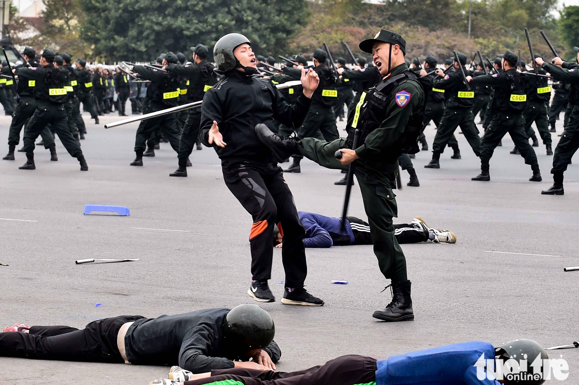 Officers take part in an exercise to prepare for the National Party Congress in Hanoi, January 10, 2021. Photo: Quang Minh / Tuoi Tre