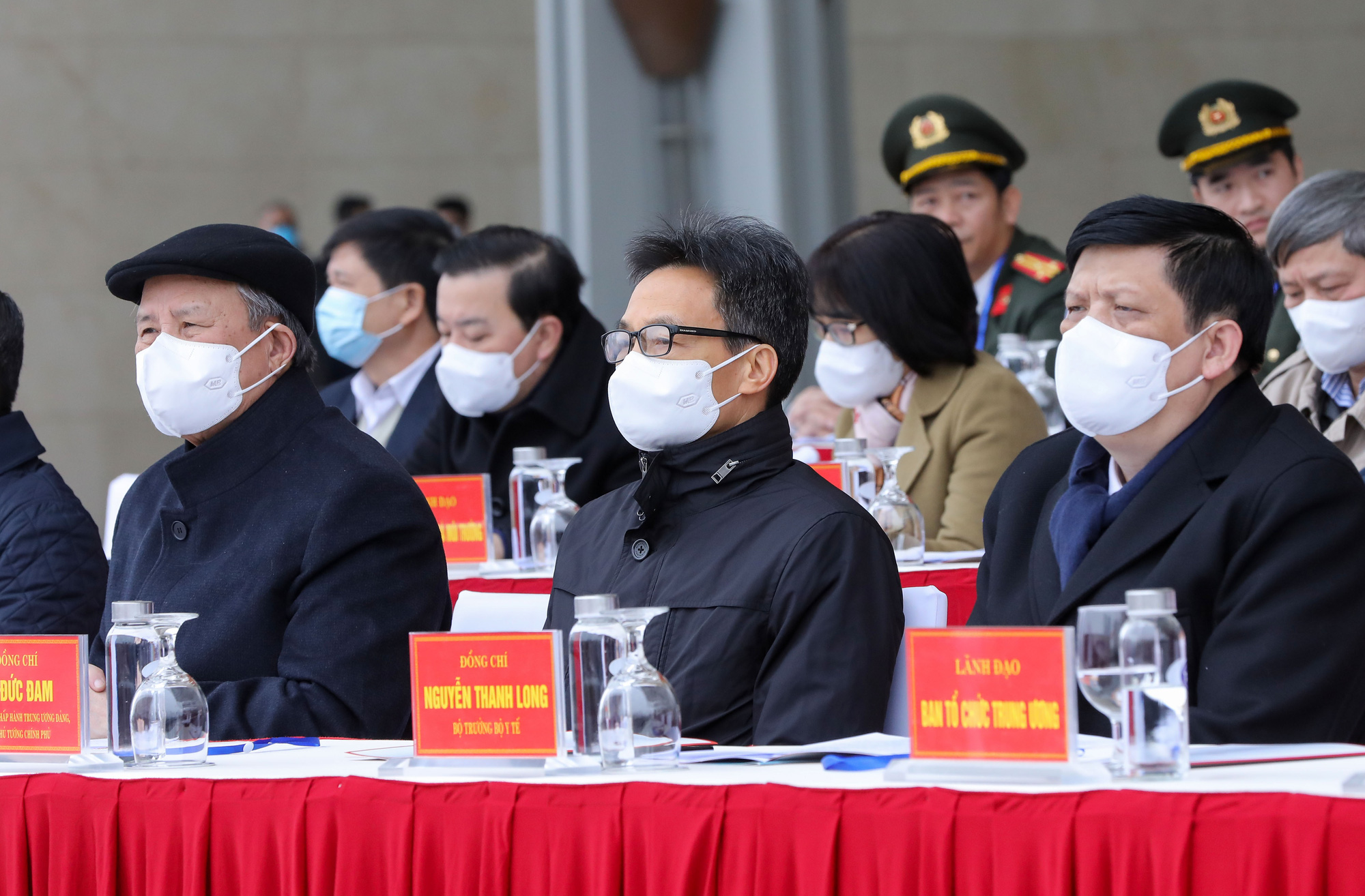 From left: Tran Quoc Vuong, Politburo member and head of the congress's organizing sub-committee; Deputy Prime Minister Vu Duc Dam; and Minister of Health Nguyen Thanh Long are pictured at the exercise in Hanoi, January 10, 2021. Photo: Viet Dung / Tuoi Tre