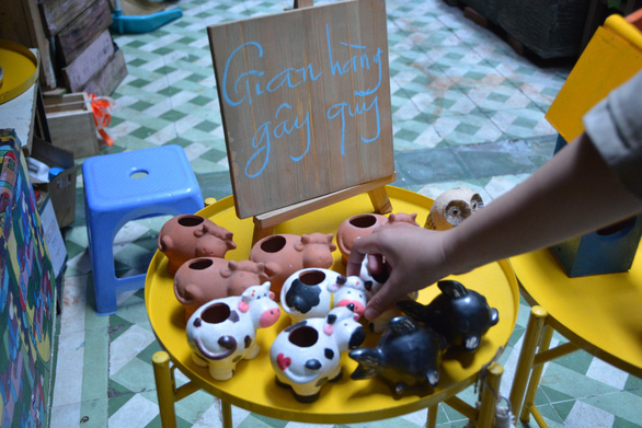 Ceramic products in various shapes are put up for sale at a fundraising sale event organized by Saigon For Blue Dragon in Ho Chi Minh City, January 10, 2021. Photo: Huu Huong / Tuoi Tre