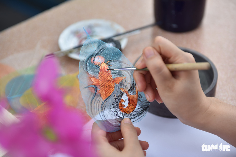 Young artist revives Vietnamese Dong Ho folk paintings on peepal leaves