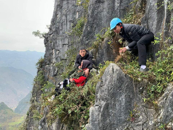 Vietnam puts brakes on 'death cliff' photo op after slip-and-fall accident