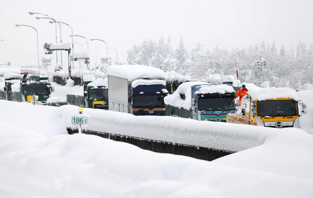 Chaos as snow hits Japanese highway, 134 cars in crashes; one dead