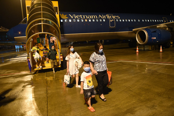 As travel demand surges, Vietnamese airlines plan more late-night flights during holiday season