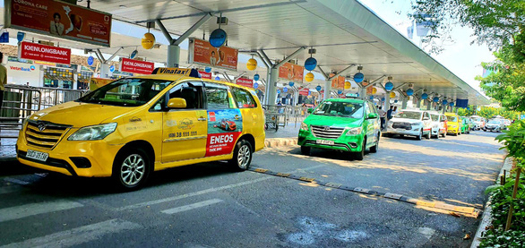Grab proposes pay-per-entry lane dedicated to app-based cars at Saigon airport
